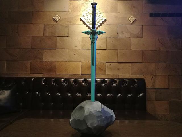 岩に刺さった伝説の剣。