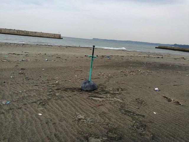 海辺のあるというシチュエーションもまた違った感じがして良い。錆びて朽ち果てた剣が浜辺にあり、真の勇者が抜いたときにだけ輝きを放ち真価を発揮するのだ。