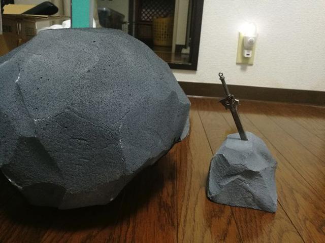 手のひらサイズのどこでも伝説の剣も作った。これなら家のどこにでも置くことができる。