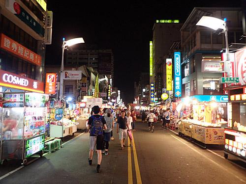 台湾滞在中、毎日各地の夜市に通っていた。