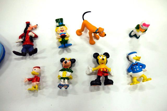 出来の悪いディズニーキャラクター(香港)/購入者:ウェブマスター 林さん ひとつだけ見慣れないのがいる……