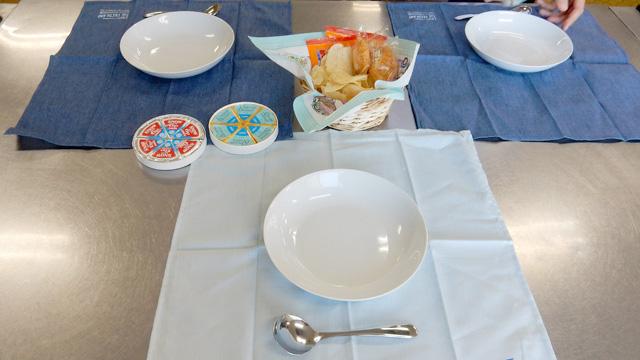 つまりこういうことになる。ジョッキやグラスはない。皿だ。
