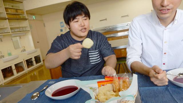 ポテトチップスが合うと言ってたくさん食べた。おいしい証拠だ。