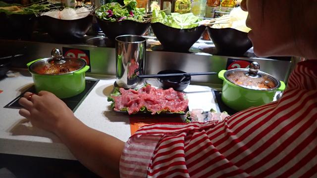 牛肉と、そしてお鍋本体とスープも届いた