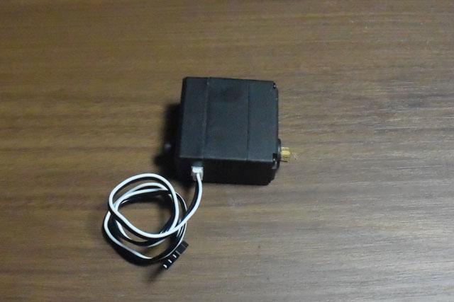 迷路を傾けるのはこのサーボモータと呼ばれるモーターの一種を使った。
