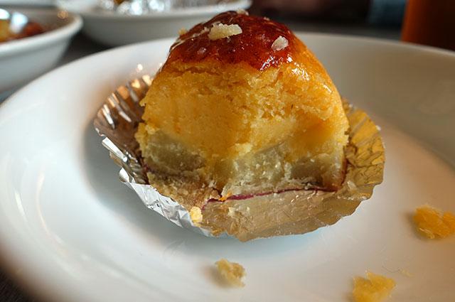 下が焼き芋で上にスイートポテトが盛ってある