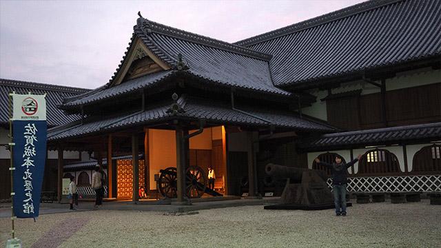 こちらは佐賀城本丸歴史館。当時の大砲も残っている。