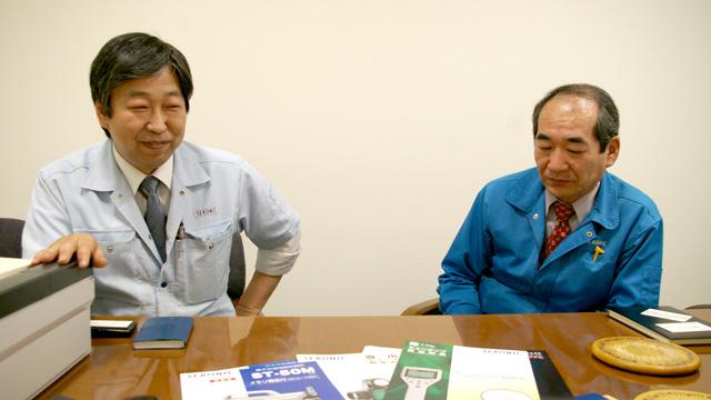 「炭で塗るって発想がすごいなあ……(笑)」と藤田さん。