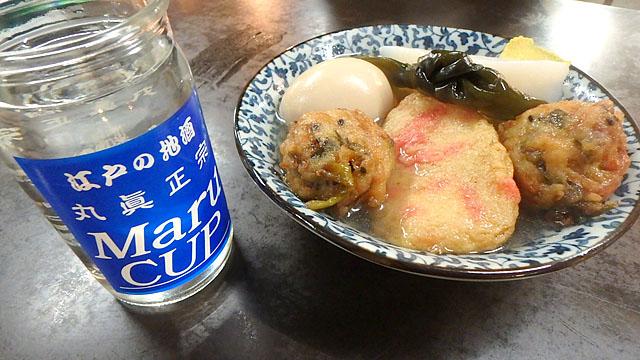 おでんには日本酒がよく合う。ある程度飲んだところにおでんのだしを入れて、だし割りにしてもらいます。