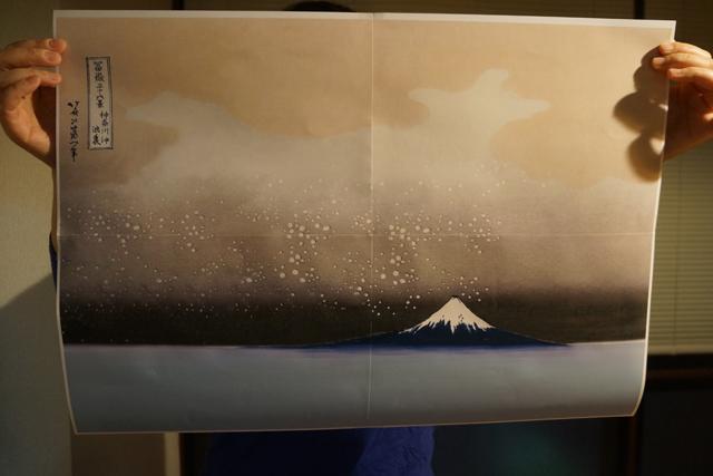 あの絵から、いいところをほとんど取っ払った。凪(なぎ)の神奈川沖である。