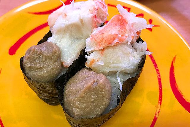 ずわい蟹軍艦の具が多いので、余った酢飯に乗せます。