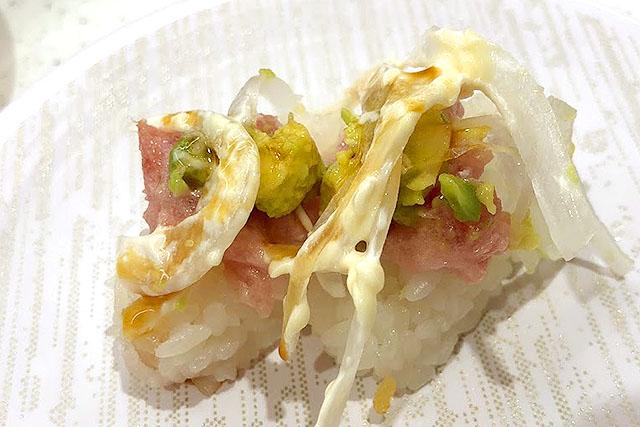 はい、酢飯に具が乗って寿司になりました。