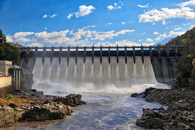 やはり台風のあとで放流していた岐阜県の大井ダム