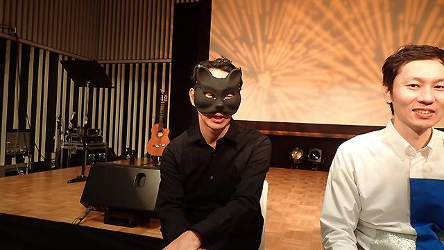 プロデューサーのSONE太郎は直接はステージに上がらない。裏でザ・ぷーをあやつっている。