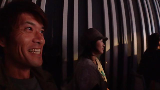 この人たちのライブはほんとに面白い。奥は同じくファンであるライター乙幡さん。以前のライブでも会場で会った。