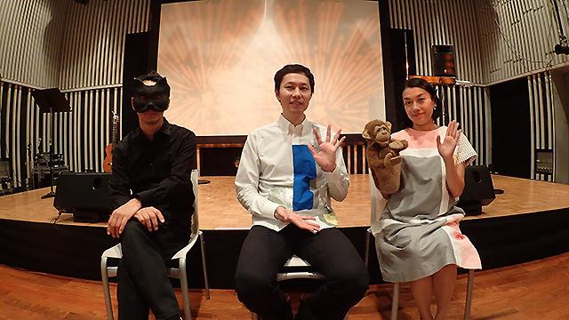 ザ・ぷーの4人。左からプロデューサーのSONE太郎、ギター担当街角マチオ、川島さる太郎(サル)、テルミン担当街角マチコ。