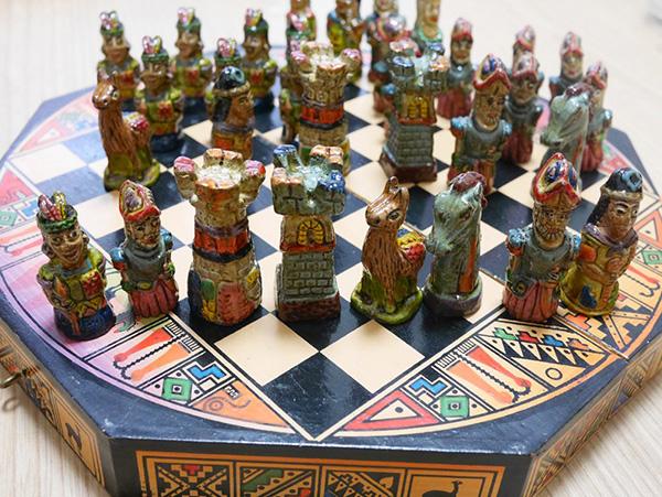 「チェスが好きな誰か」にあげようか、家に飾ろうか迷われ続け、なんと10年押し入れに入れられてた