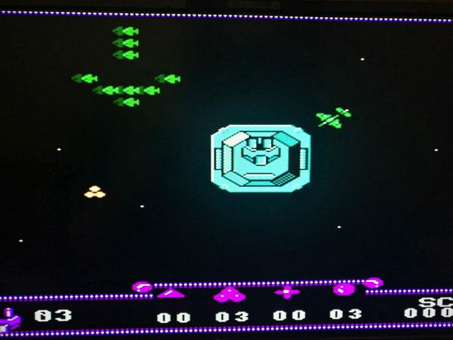 プレイヤーが真ん中の大きい戦艦。動くことはできない。砲弾の向きを変えて360度から襲ってくる敵を撃ち落とすという斬新なシューティングゲーム