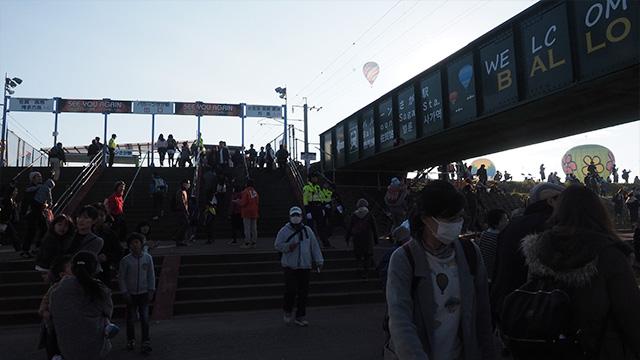 このフェスタのみだけ営業する「バルーンさが駅」。会場へは電車も車もバスも混むので、早めに移動しよう。