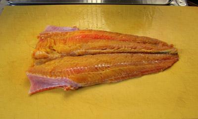 こちらはやたら黄色い!こんな身色の魚がいたとは!沖縄の黄人参みたい。