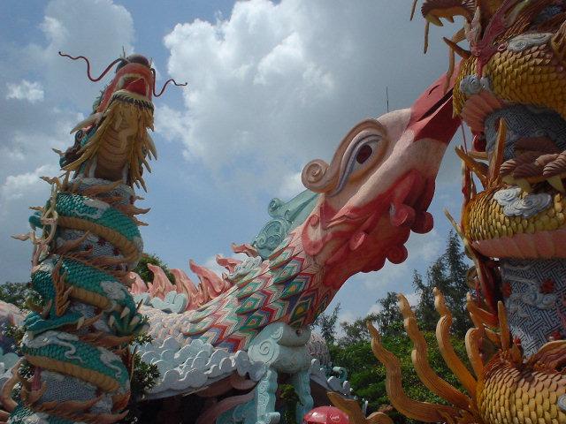 ベトナム神話のアトラクション入り口。突き出る鳥の首