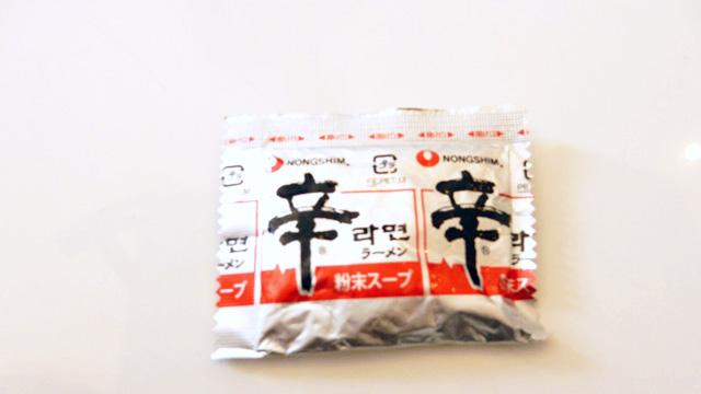韓国代表、辛ラーメンの粉。