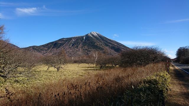 晴れた。木がジャマな北西方向から、男体山が綺麗に見える数少ないスポット