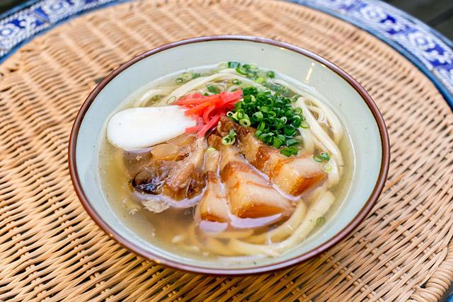 2杯目は太麺で。この太さだと茹ですぎ位がスープと合う。