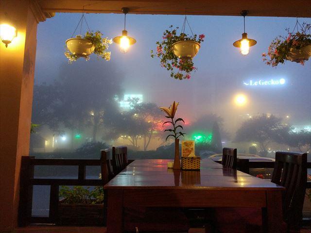 まれに雪が降る街、サパ。6月頃は幻想的な霧景色。