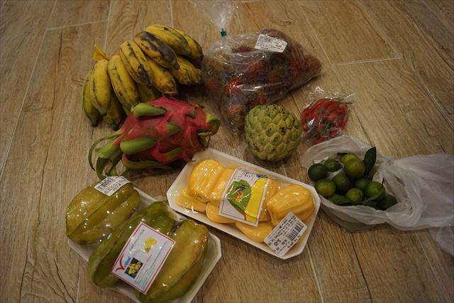 購入した南国フルーツを並べてみた。