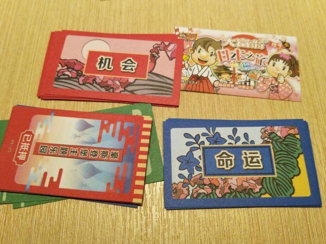花札っぽい。花札も日本土産として売れそうだ
