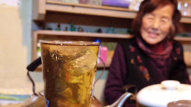 東武練馬のまちに急にある、味わいあふれる飲みや横丁。まったく情報のないなか憧れるままに乗り込んでみたら店も人も優しい世界が広がっていました。