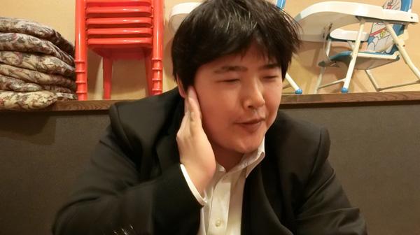 楽しみが抑えきれず、立川談志さんみたいなポーズになっていた。