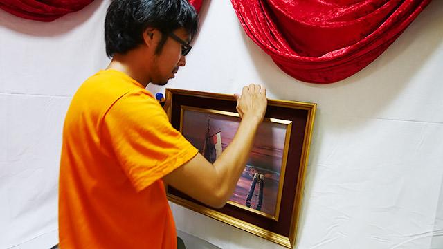 壁には絵画を吊るします!