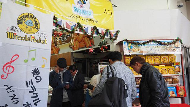 レストランはビュッフェ形式の90分食べ飲み放題。平日1200円、土日は1700円。