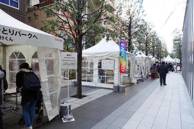 「Yahoo! JAPAN Hack Day 10th Anniv.」という2日間のイベントに、縁あって「TOKYO FLIP-FLOP」として参加させてもらえることになった。イベント会場にはこんな感じで屋外テントが立ち並ぶ