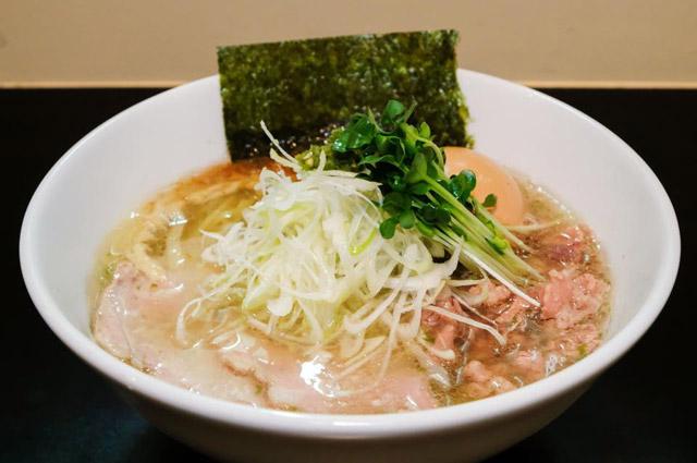味玉青唐辛痛麺(あじたまあおとうしんつうめん・950円)は、