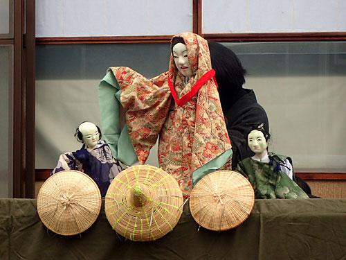 羽茂には人形劇以外にも様々な民間芸能が残っていて、日本古来の仮装大賞みたいですごいんですよ。