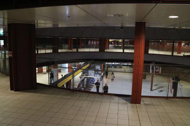 集合場所は「馬車道」というみなとみらいの隣の駅。改札を上から見下ろせる中二階のような場所で集合することにした。