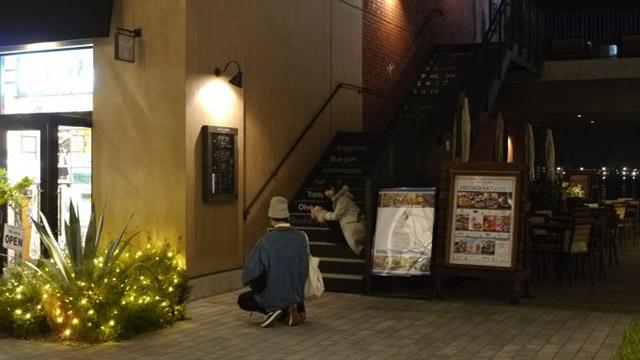このあたりは「マリン&ウォーク」と呼ばれるモール街で、インスタ映えするポイントがたくさんあるのだ。この階段も有名なポイントらしい。