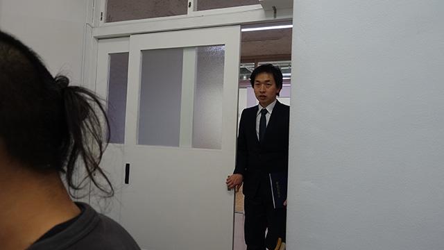 教室に加藤先生が入ってくる。おいおい、なんだこの緊張感は…