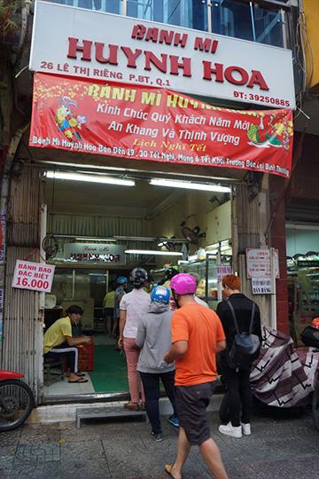 有名店だけど、ホーチミンなら「Banh Mi Huynh Hoa」がオススメ。 ただ、ここは150円以上する。それでも安いけど。