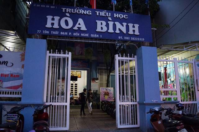 駐車場は二軒隣の小学校の中庭とのこと。 ベトナムの、こういう自由さが好き。