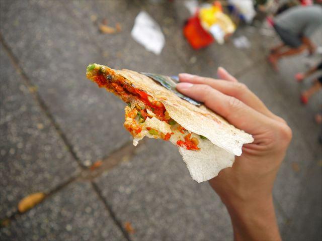 ストリートフードの定番のライスペーパーピザを…