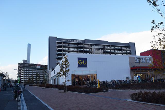 駅前から北側にイズミヤ内の「GU」、千船病院、ごみ処理場の3大施設が並んでいる。
