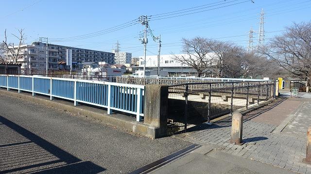 そして残堀川と交差する地点がある