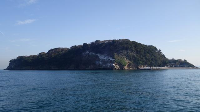 舞台は東京湾唯一の無人島、猿島。