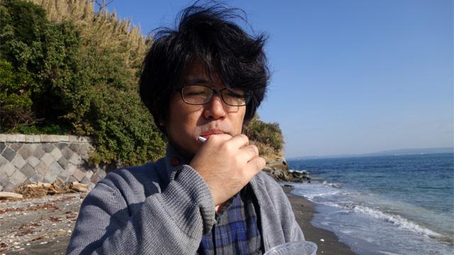 海水で歯を磨いてもらったところ、三土さんの毛量の多さが相まって無人島生活が長い人のようになった