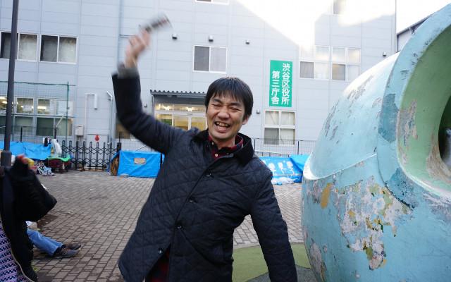じゃんけんにより、スプーンを買った井上さんが勝利に!