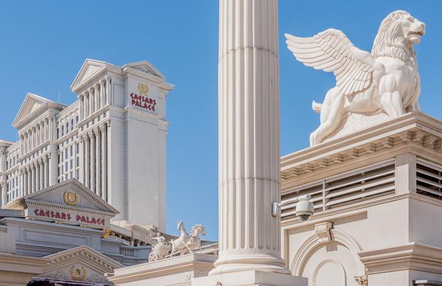 こちらは「シーザーズ・パレス」といういちおうローマを模したことになっているホテル。ラスベガスでも一二を争うイカれっぷりだ。